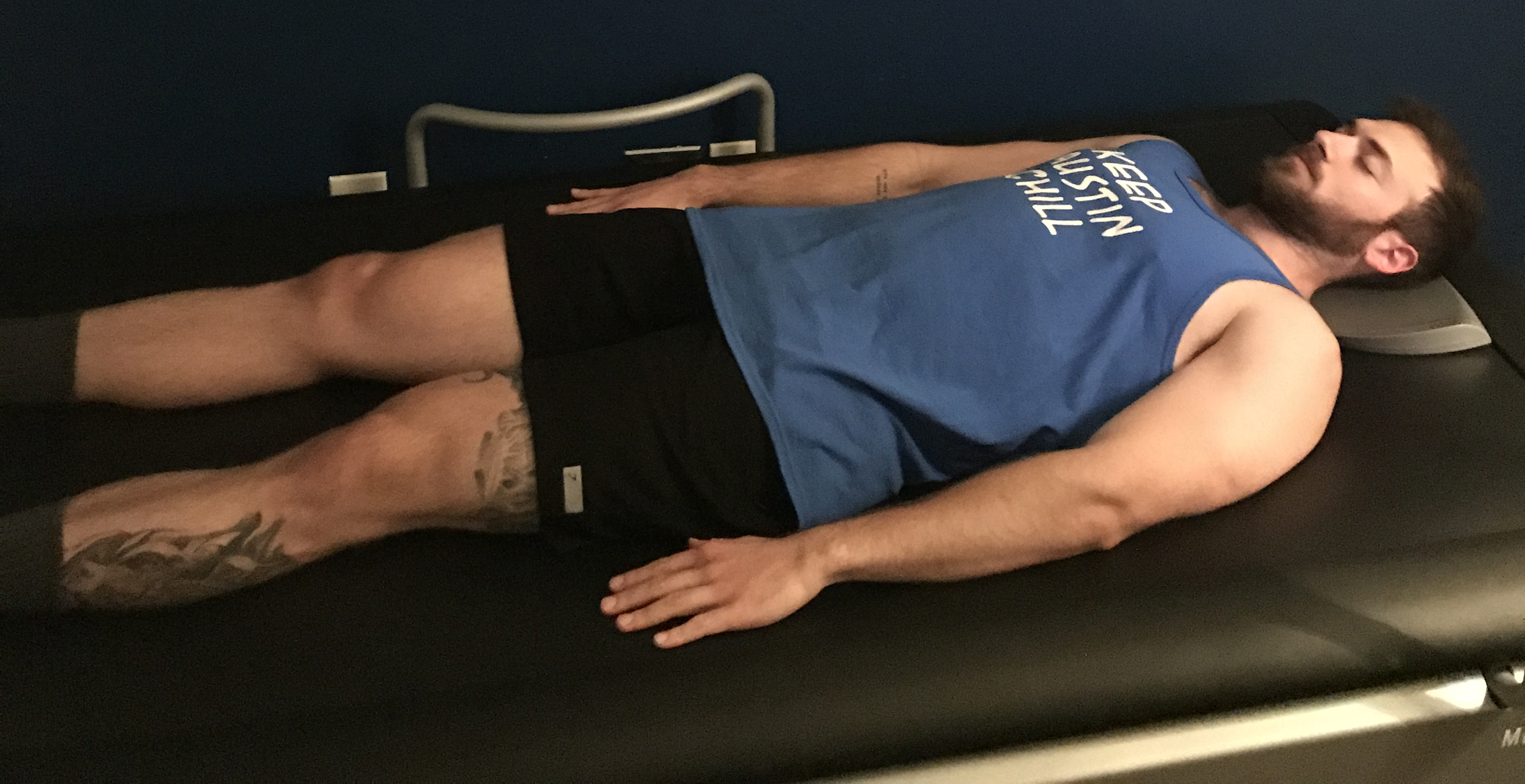 Customer at US Cryo Austin relaxing in the HydroMassage Bed